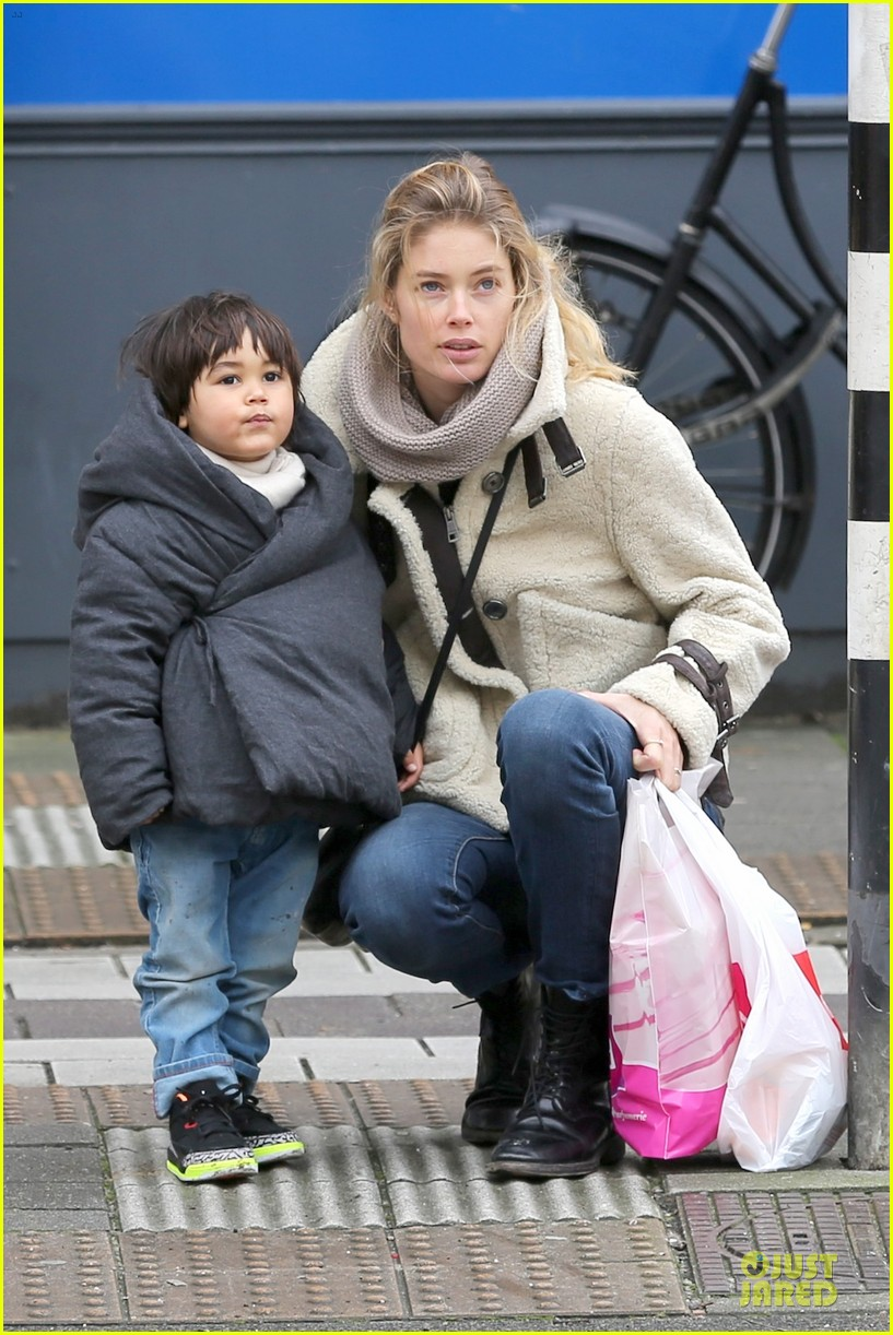 doutzen kroes netherlands shopping with phyllon 063042460