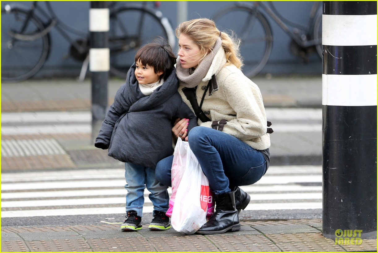 doutzen kroes netherlands shopping with phyllon 073042434