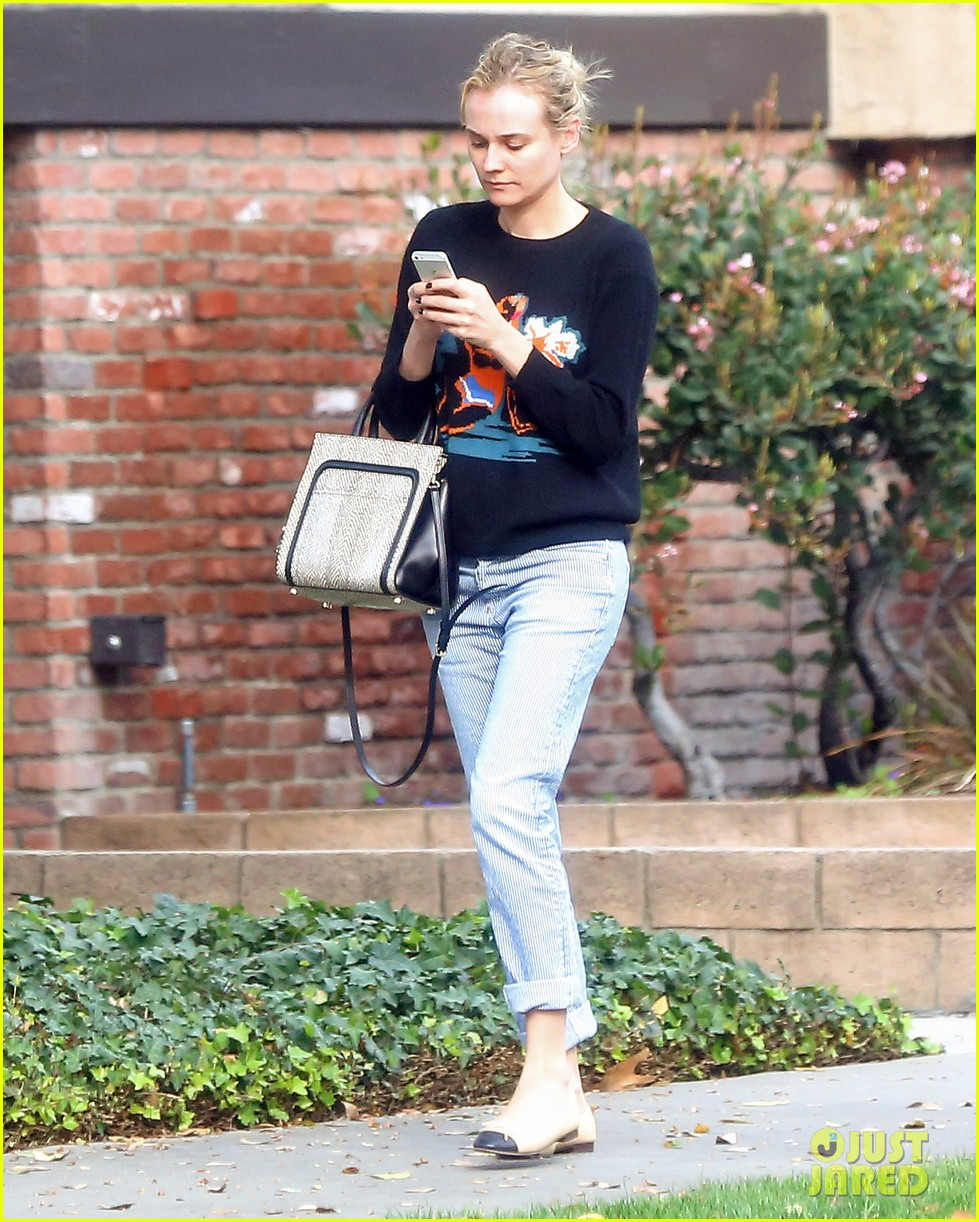 diane kruger wears no makeup looks fresh faced for errand run 04