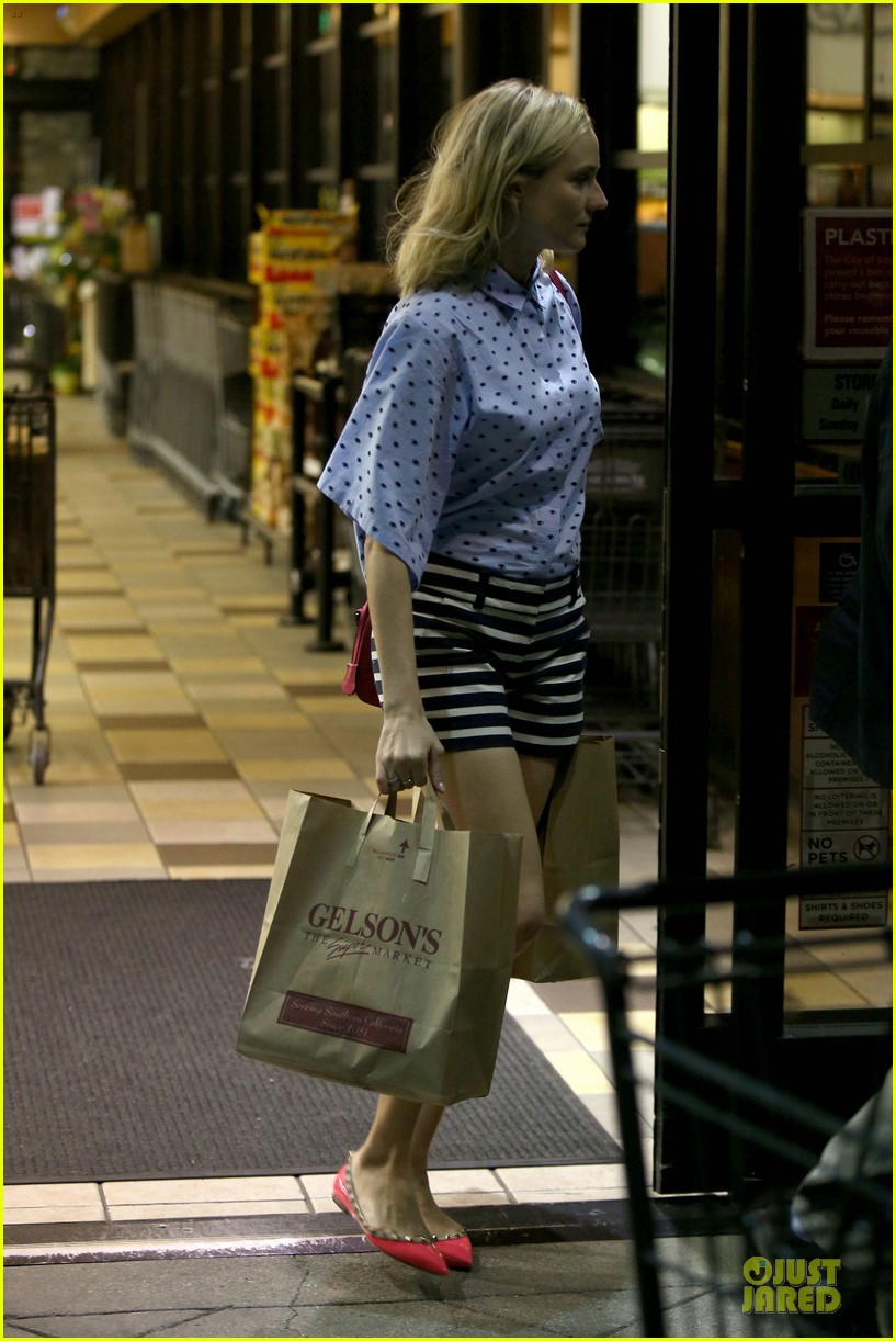 diane kruger mixes stripes polkadots for grocery run 03