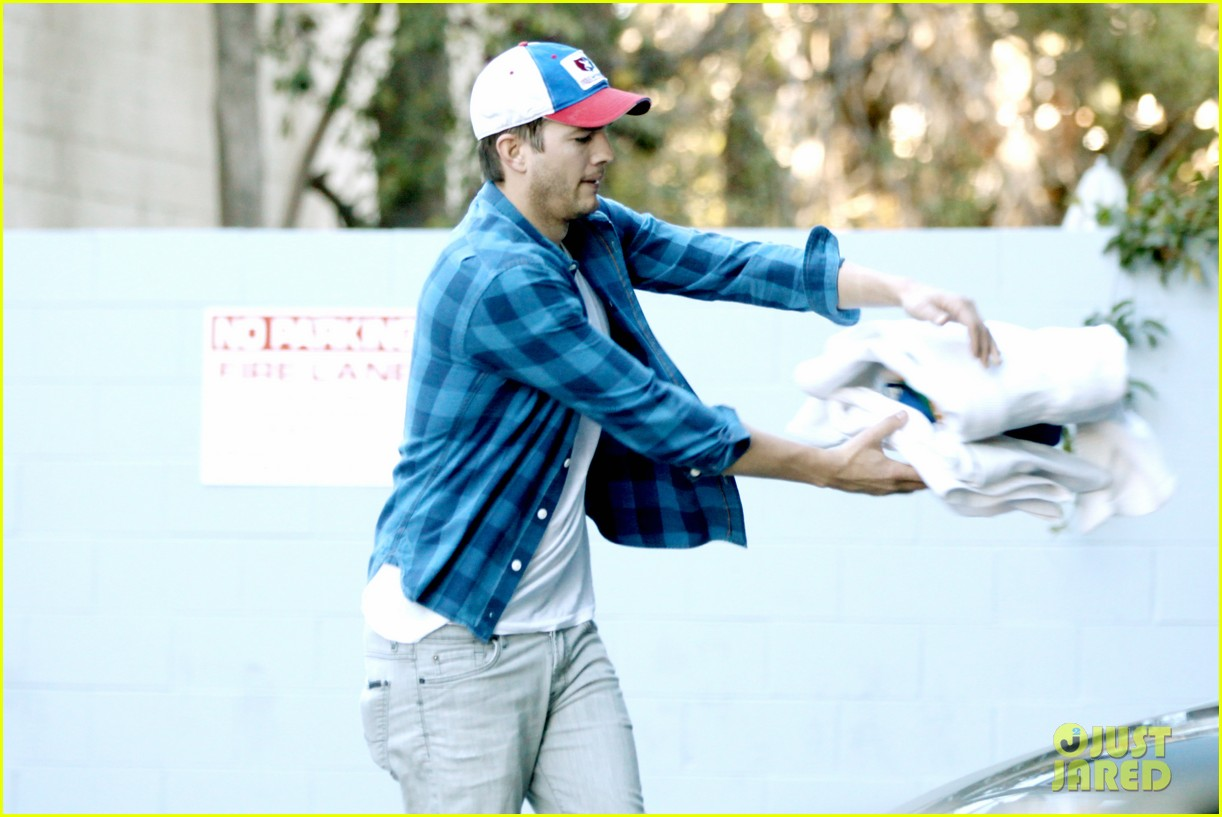 ashton kutcher invests in laundry app washio 173033459