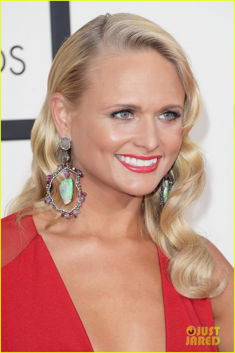 miranda lambert blake shelton grammys 2014 red carpet 05