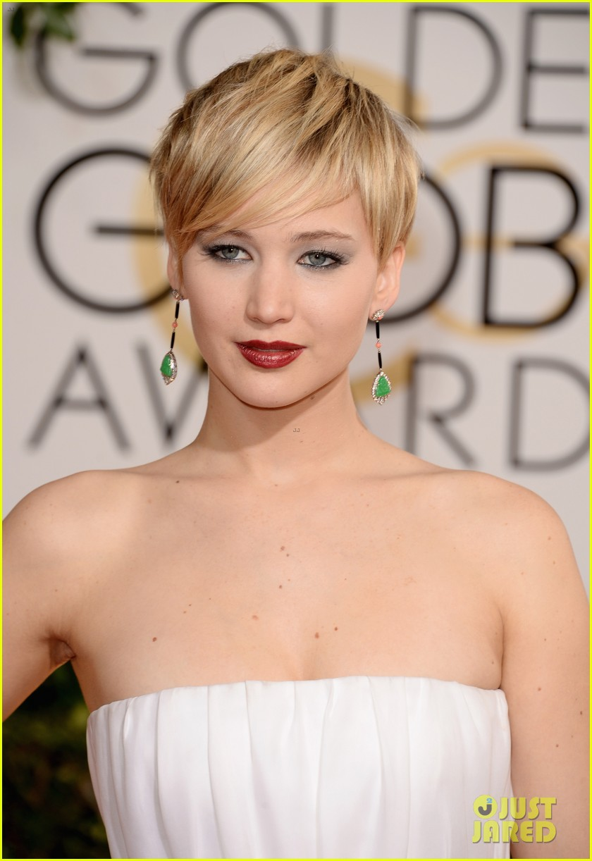 jennifer lawrence golden globes 2014 red carpet 043029275