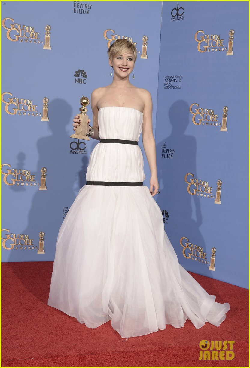 jennifer lawrence shows off golden globe in press room photos 01