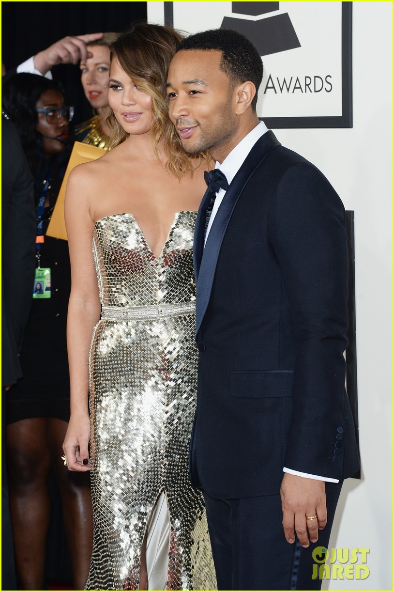 chrissy teigen john legend grammys 2014 red carpet 04