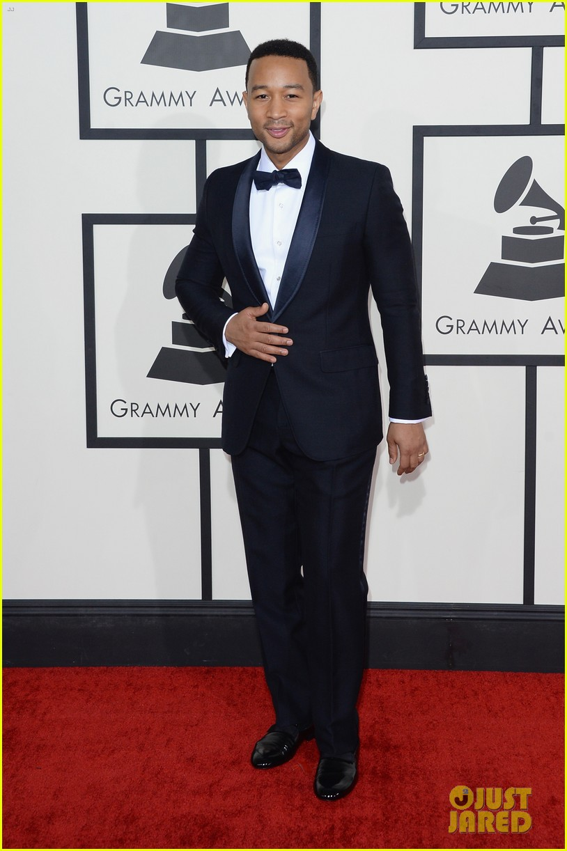 chrissy teigen john legend grammys 2014 red carpet 08