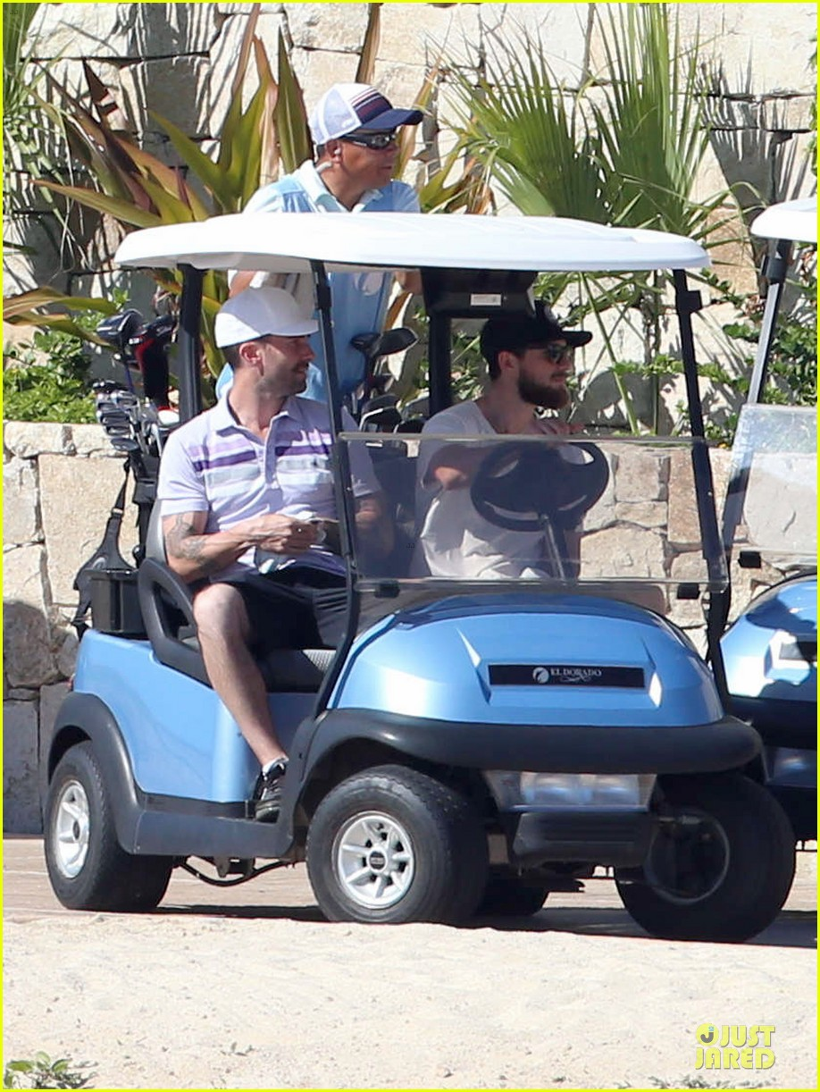 adam levine behati prinsloo cabo vacation in the new year 01
