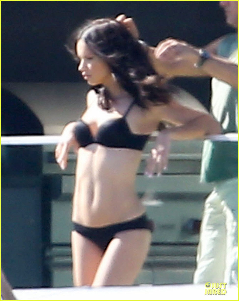 adriana lima rocks black bikini for victorias secret shoot 11