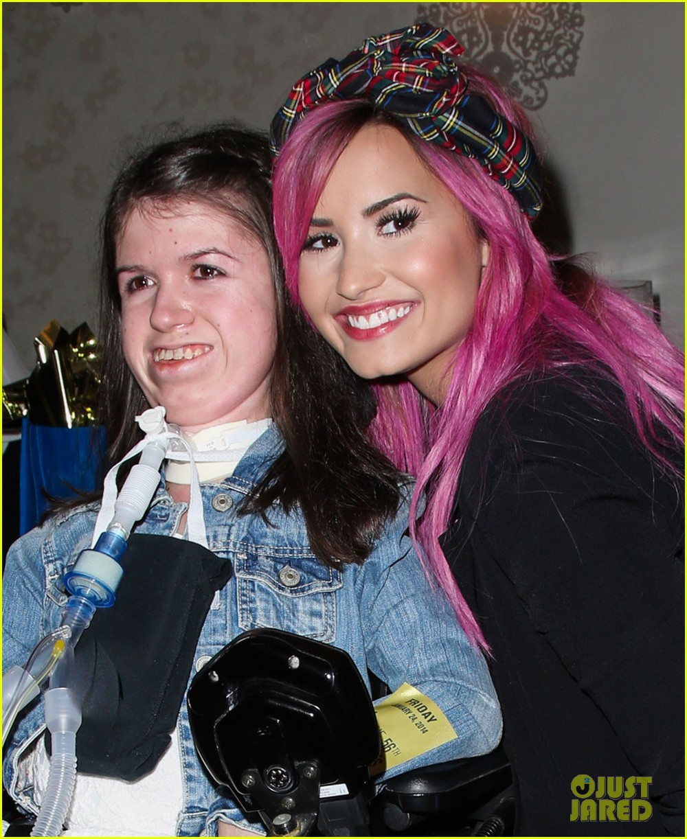 demi lovato shows off new pink hair for grammys interviews photo