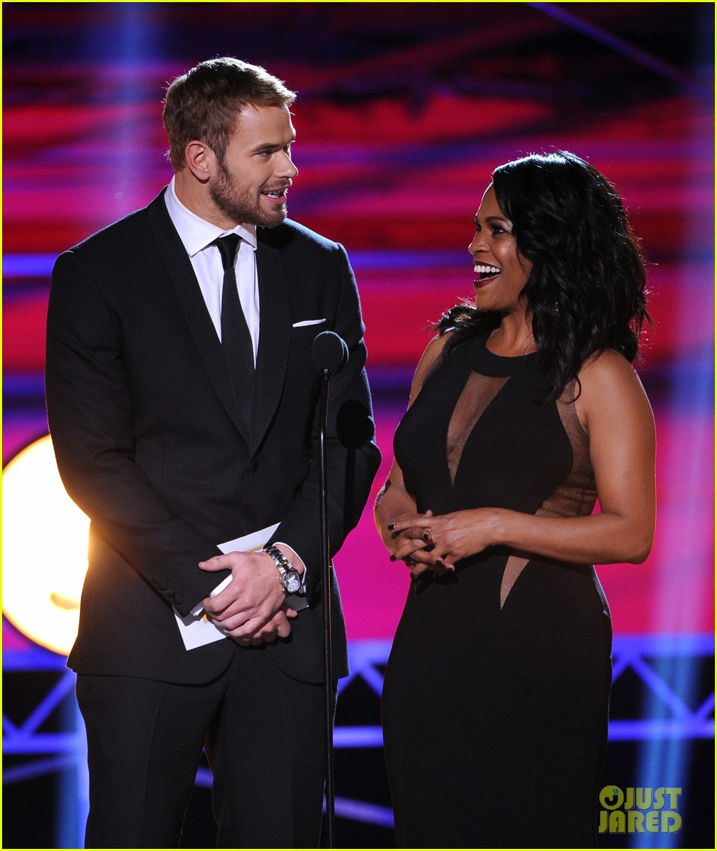 kellan lutz critics choice awards 2014 with nia long 083033114