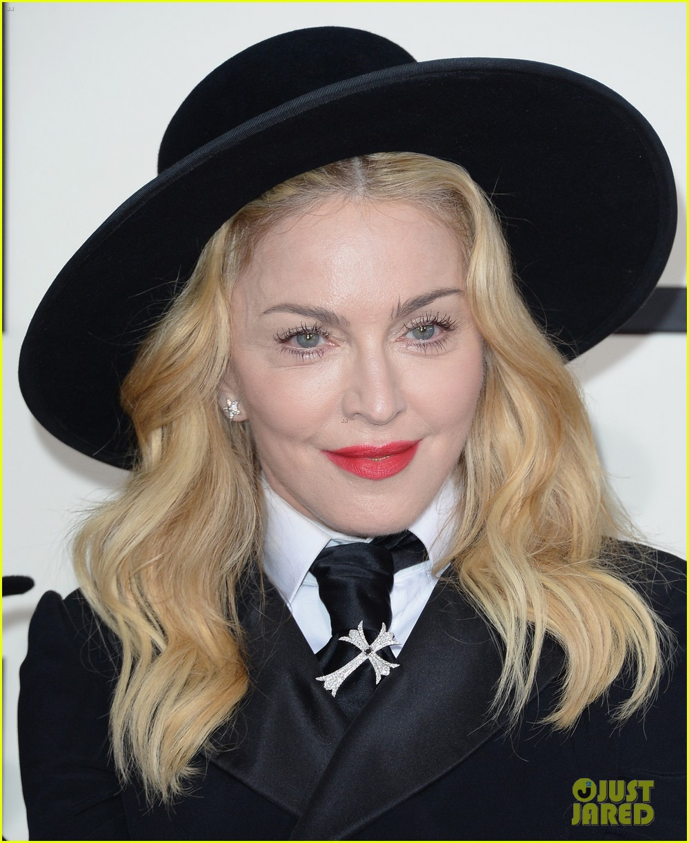 madonna grammys 2014 red carpet with son david 02