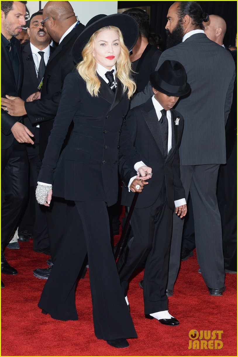 madonna grammys 2014 red carpet with son david 03