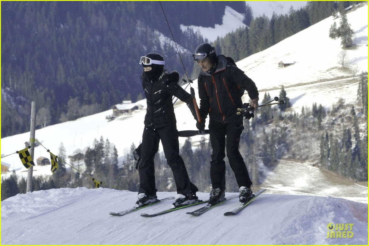 madonna skis through new year with the kids 03