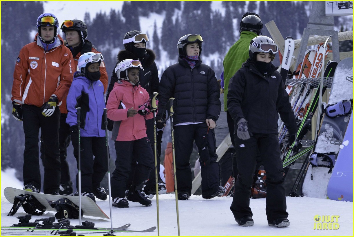 madonna skis through new year with the kids 043022152
