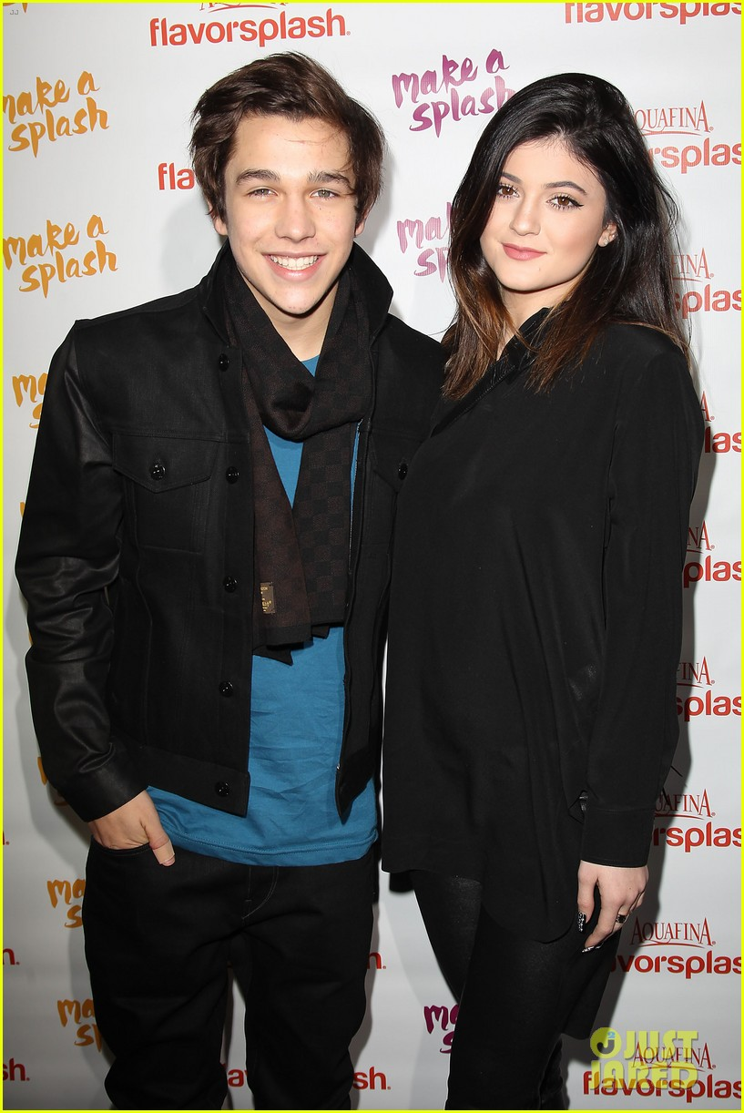 austin mahone gets support from kylie jenner at nyc concert 12