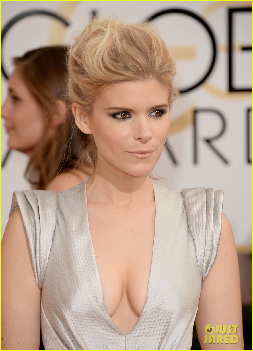 kate mara golden globes 2014 red carpet 02