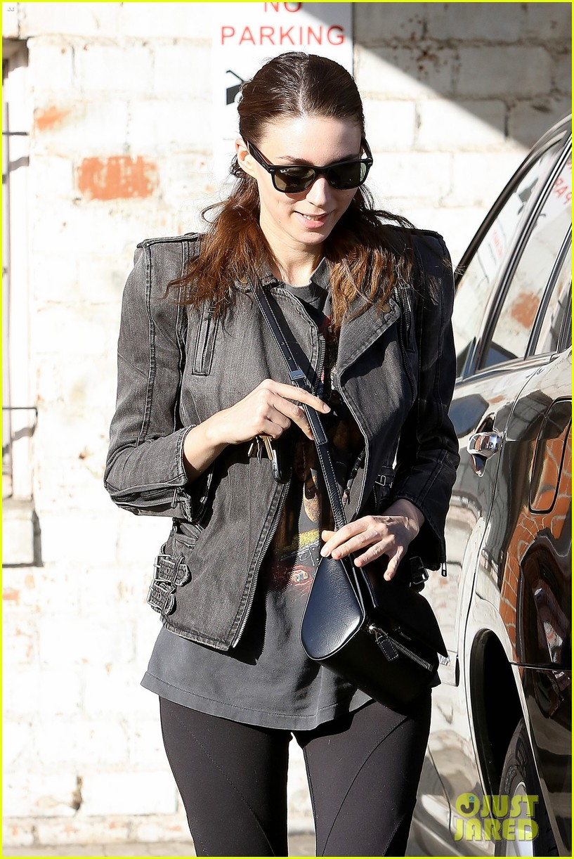 rooney mara steps out after engagement rumors surface 14