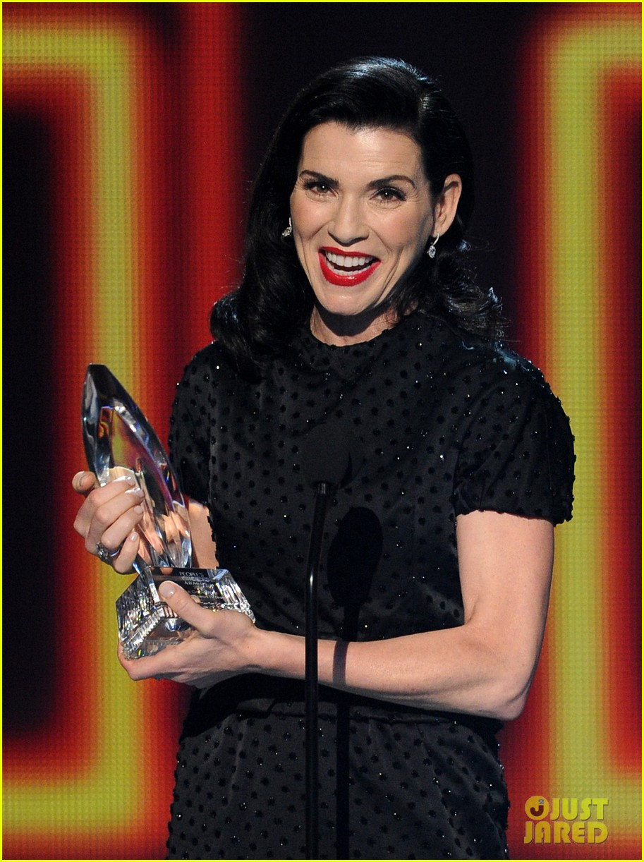 julianna margulies stana katic peoples choice awards 2014 043025852
