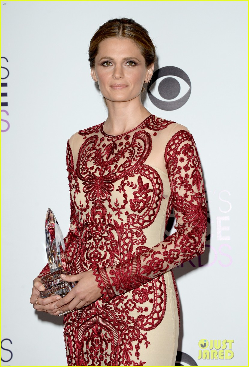 julianna margulies stana katic peoples choice awards 2014 15