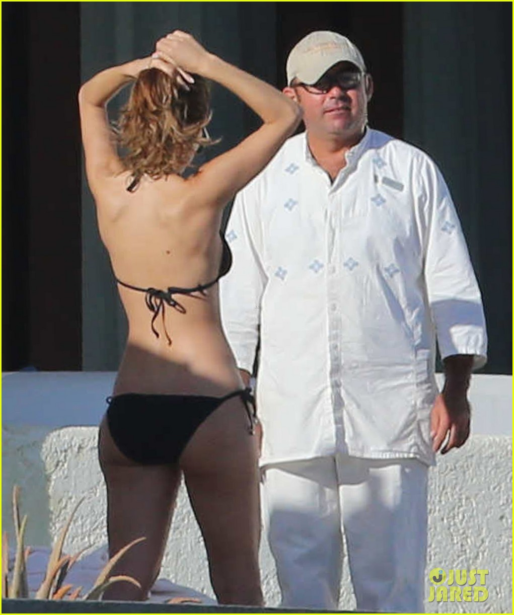 maria menounos shows off fabulous bikini body in mexico 17