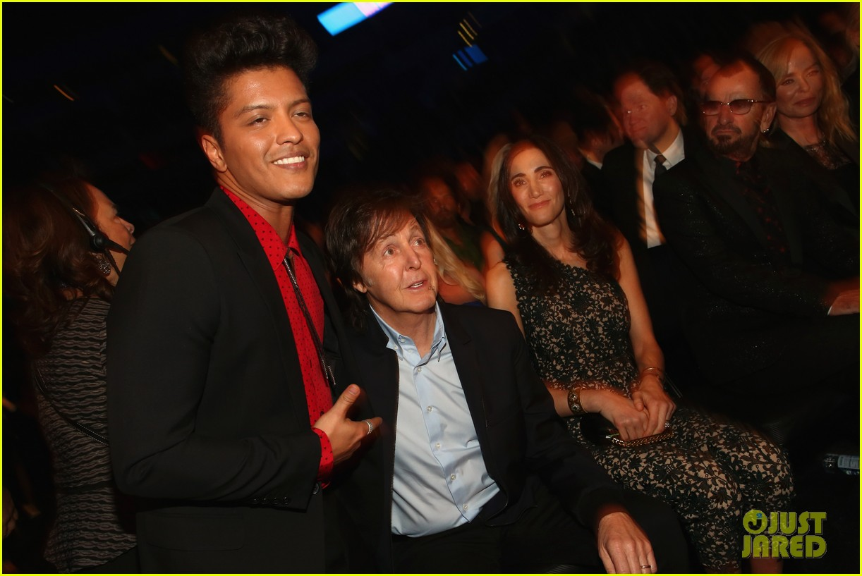 bruno mars thanks girlfriend jessica caban at grammys 2014 063041438