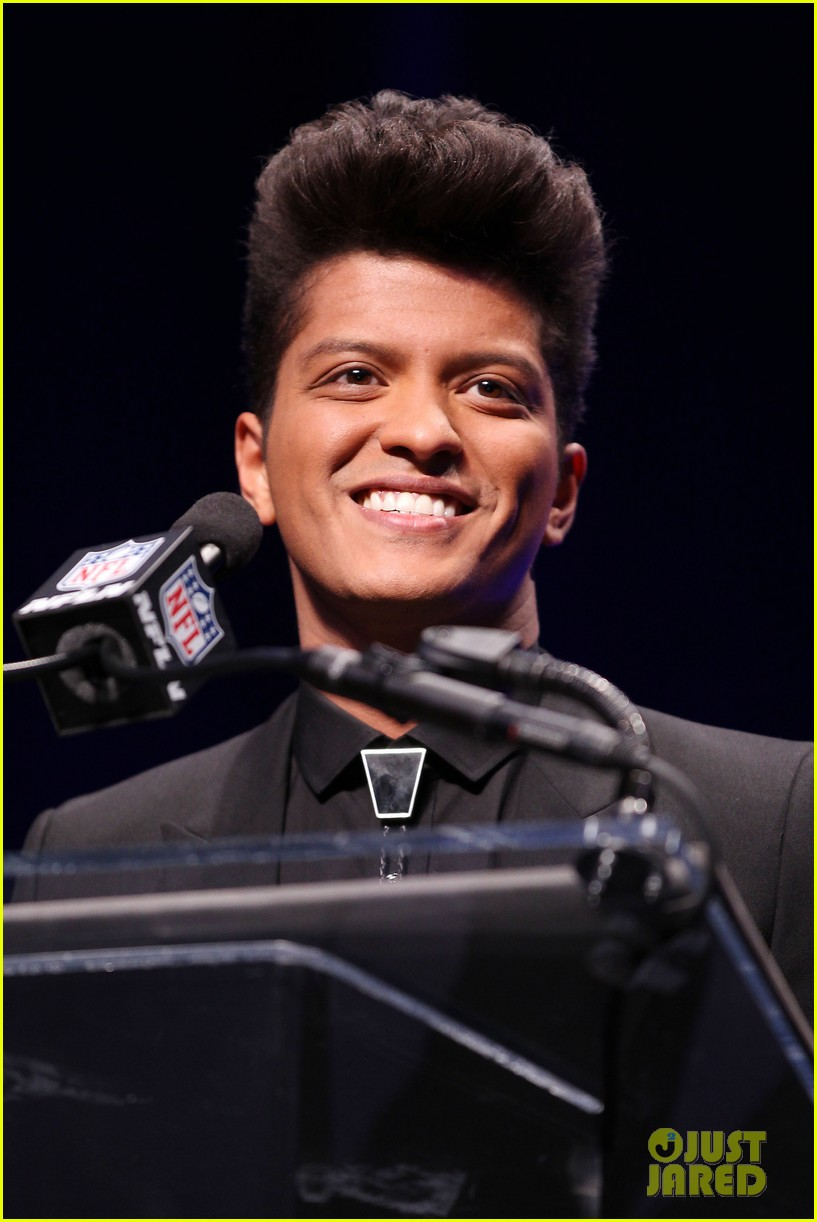 bruno mars renee fleming super bowl 2014 press conference 023044363