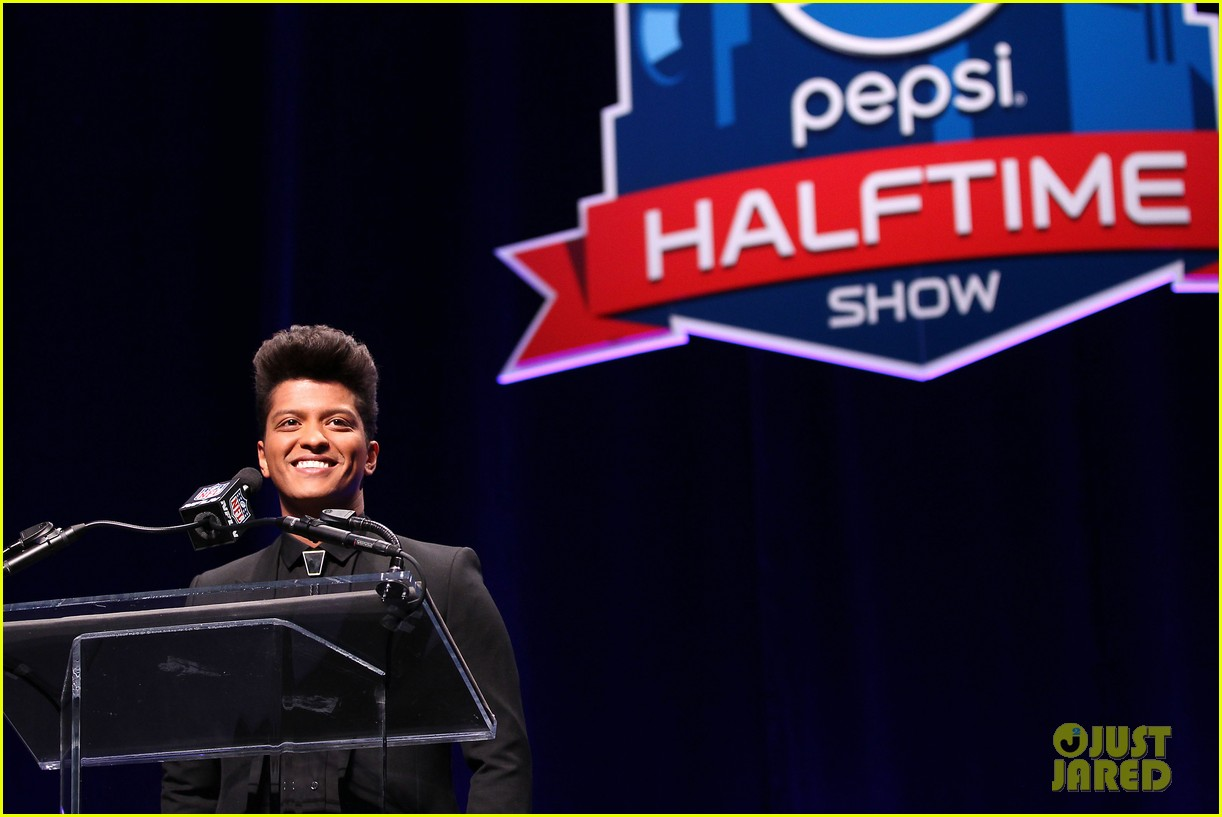 bruno mars renee fleming super bowl 2014 press conference 123044373