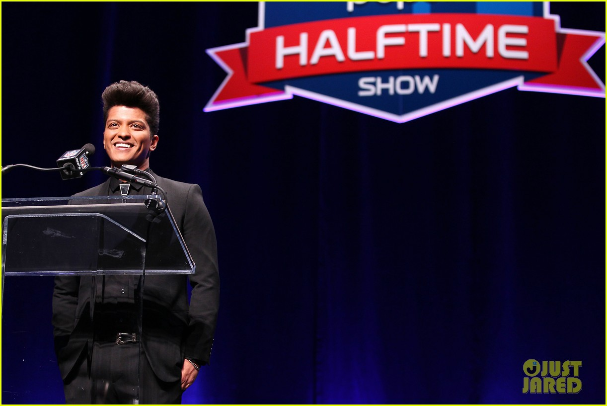 bruno mars renee fleming super bowl 2014 press conference 143044375