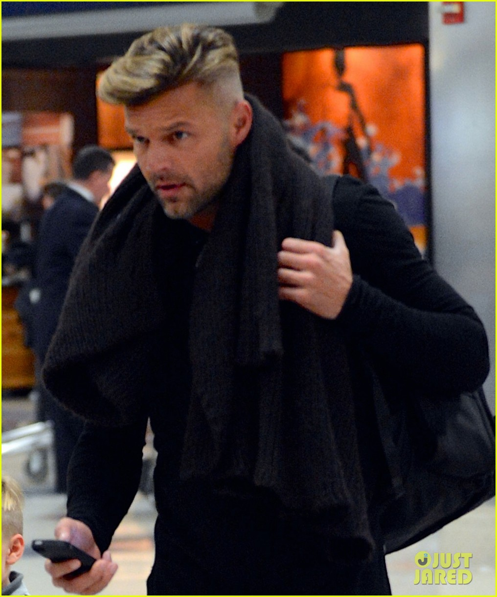 ricky martin steps out with kids after his breakup 04