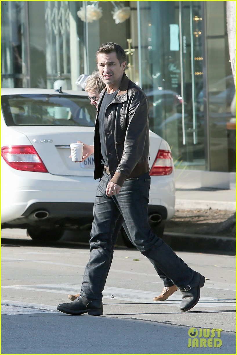 olivier martinez new years day with mother rosemarie 07