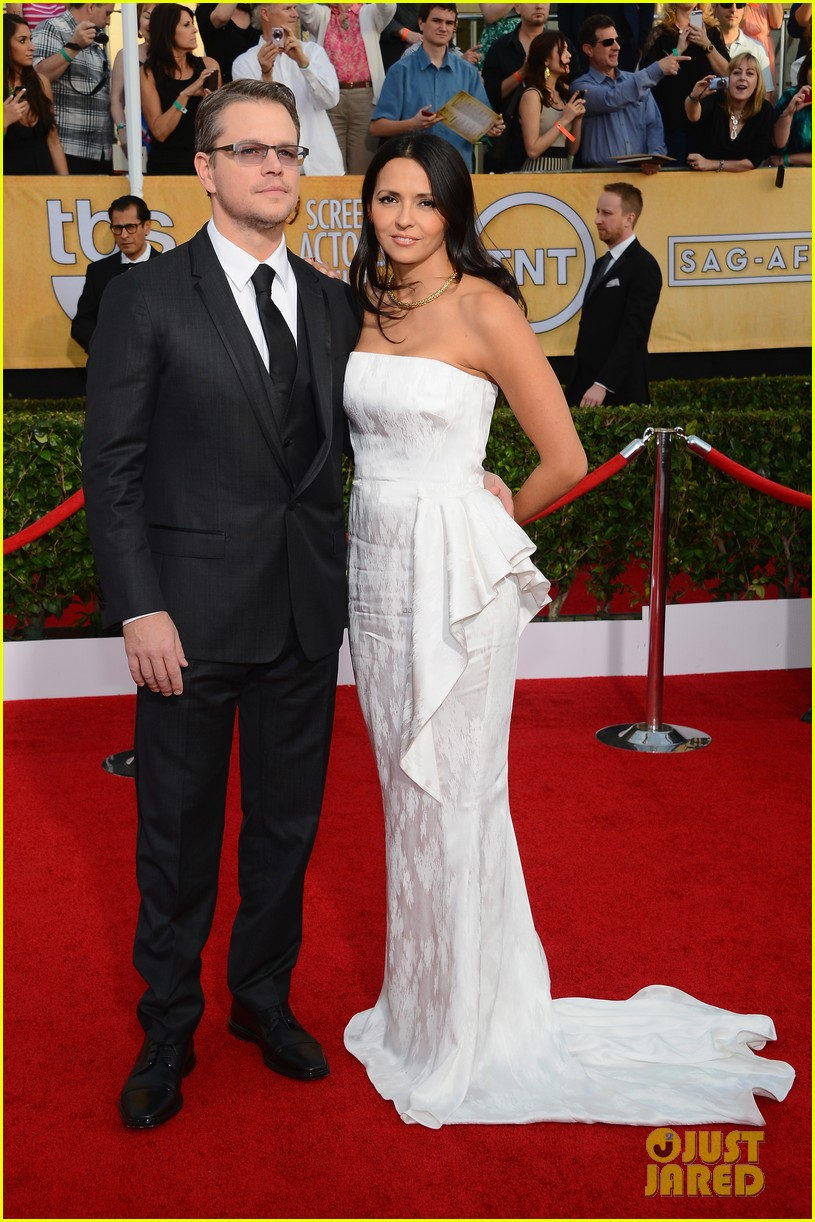 matt damon sag awards 2014 red carpet 01