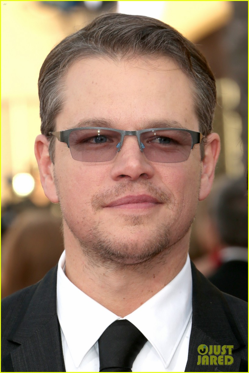 matt damon sag awards 2014 red carpet 02