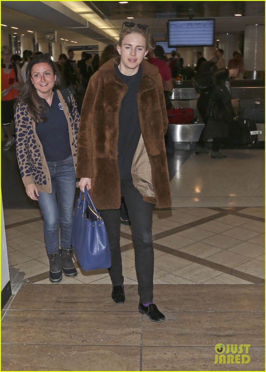 rachel mcadams brit marling fly back to la after sundance 08