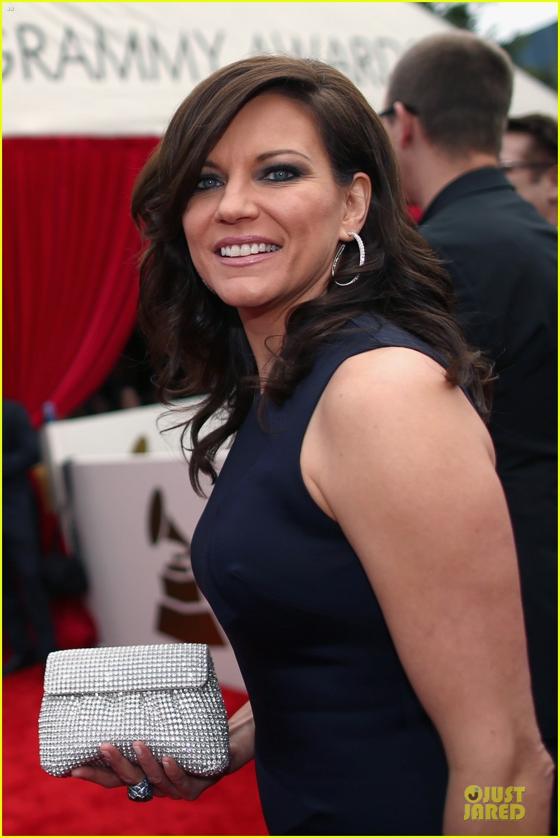 martina mcbride cyndi lauper grammys 2014 red carpet 023041534