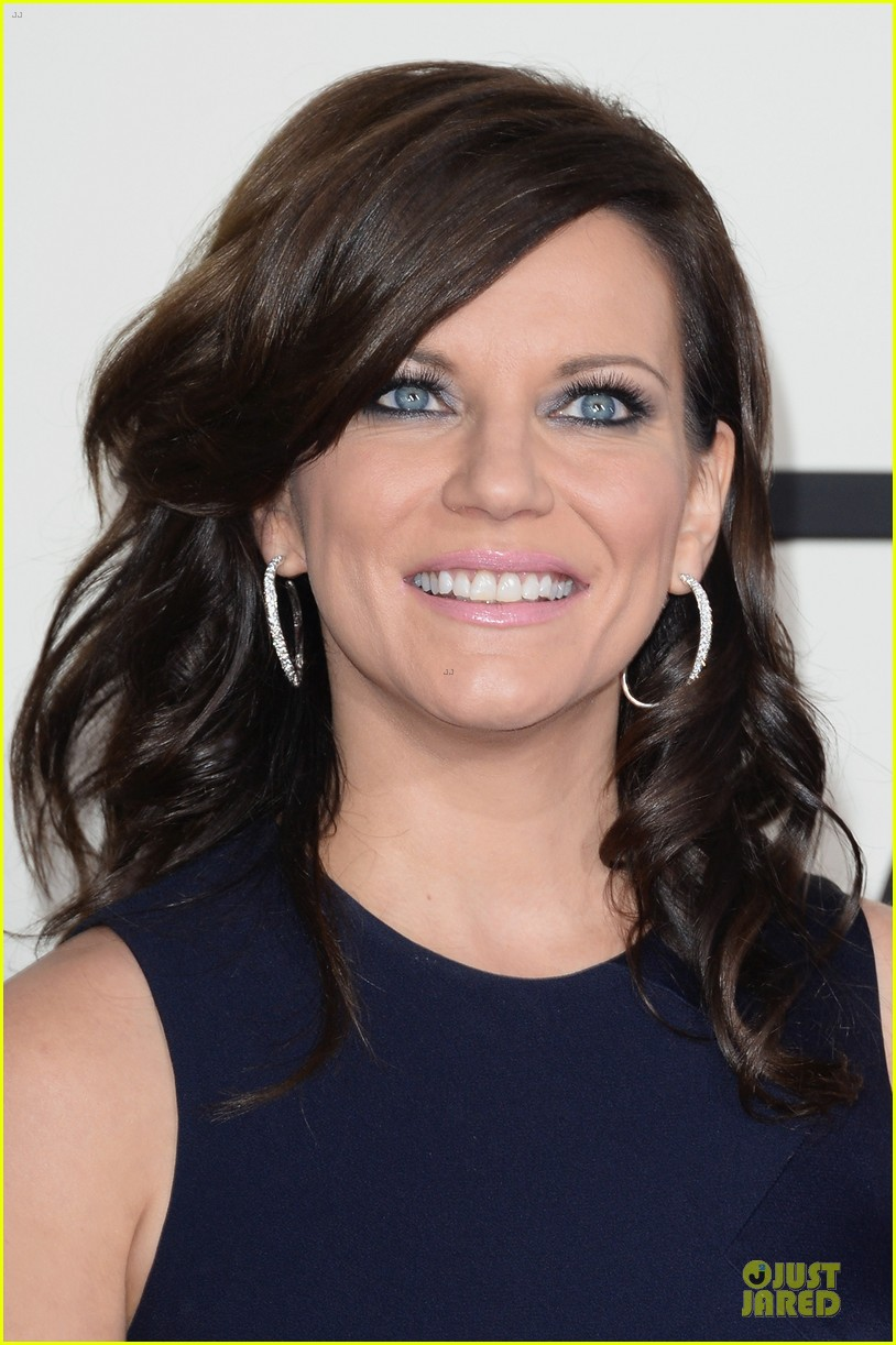 martina mcbride cyndi lauper grammys 2014 red carpet 123041544