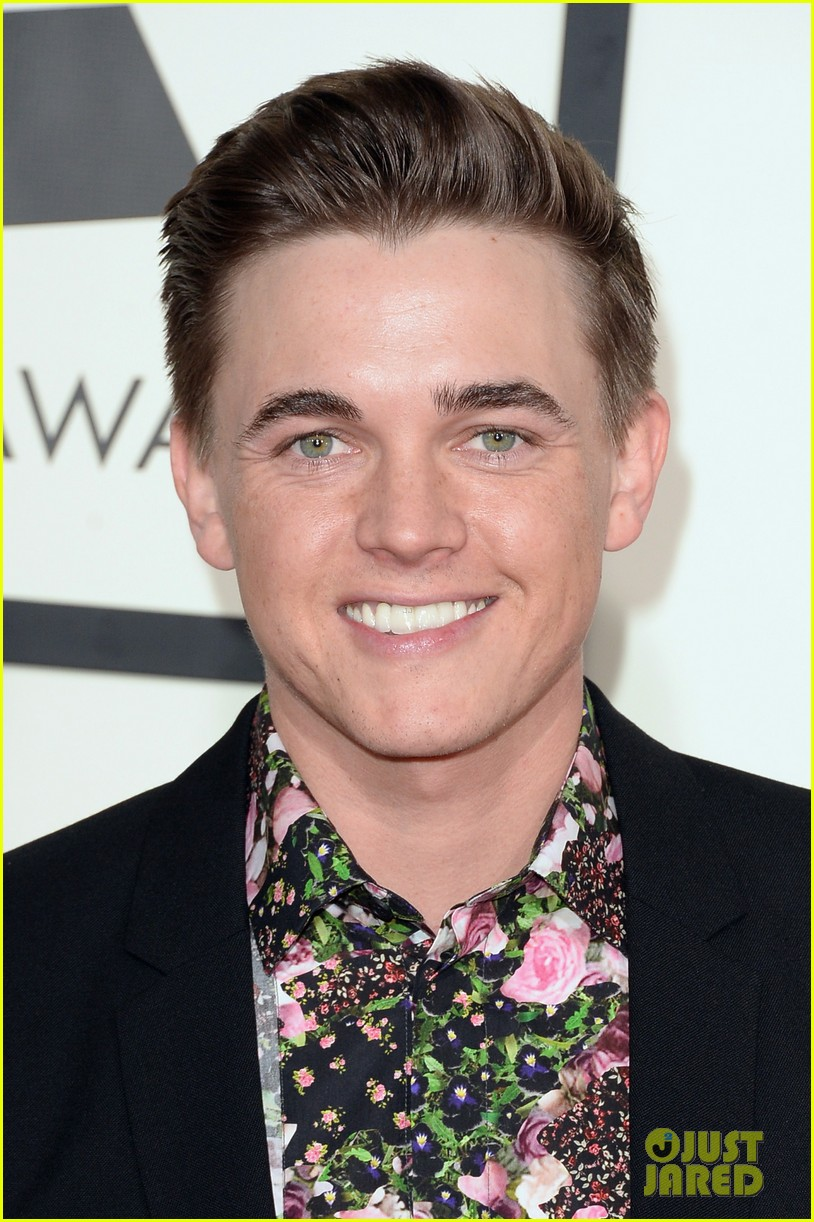 jesse mccartney grammys 2014 red carpet 02