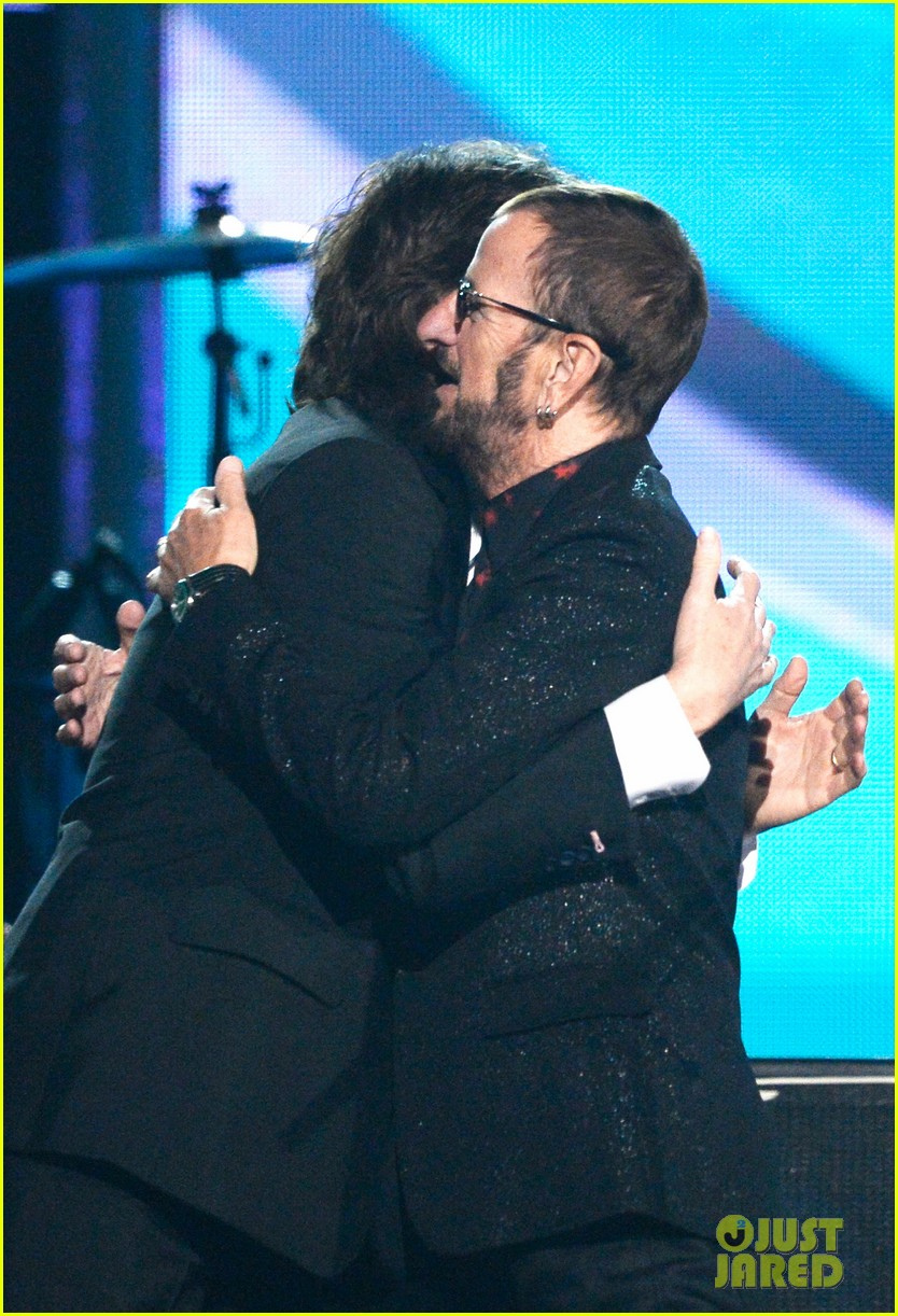 paul mccartney ringo starr reunite at grammys 2014 video 04