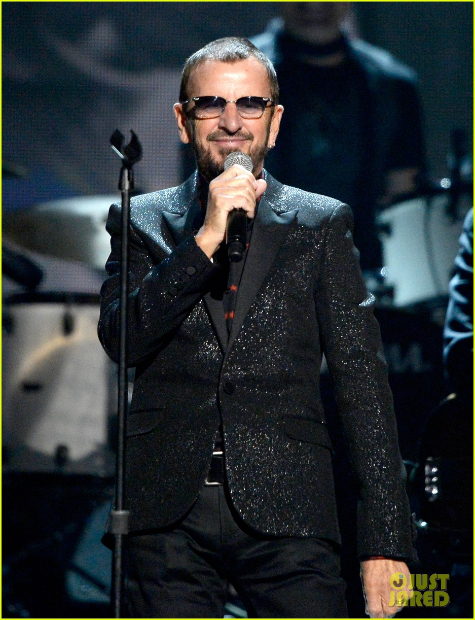 paul mccartney ringo starr reunite at grammys 2014 video 08