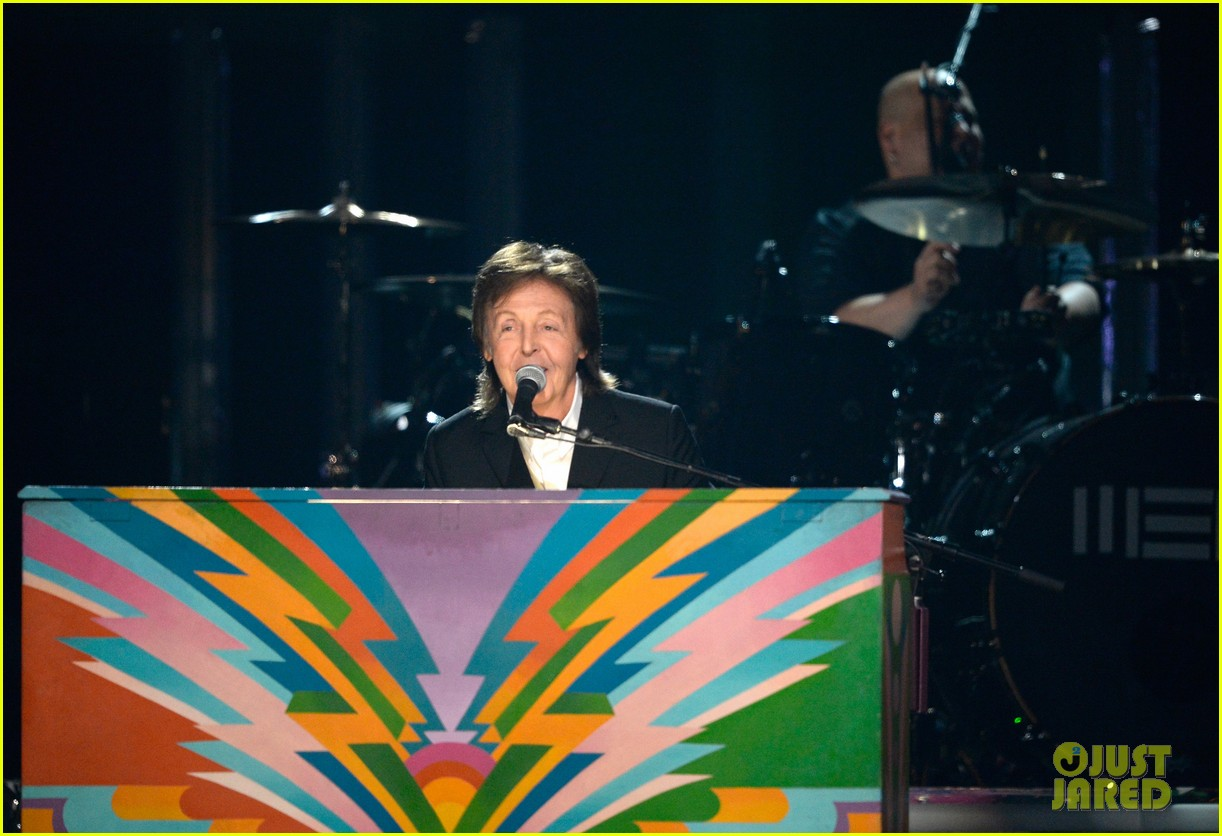 paul mccartney ringo starr reunite at grammys 2014 video 143041488