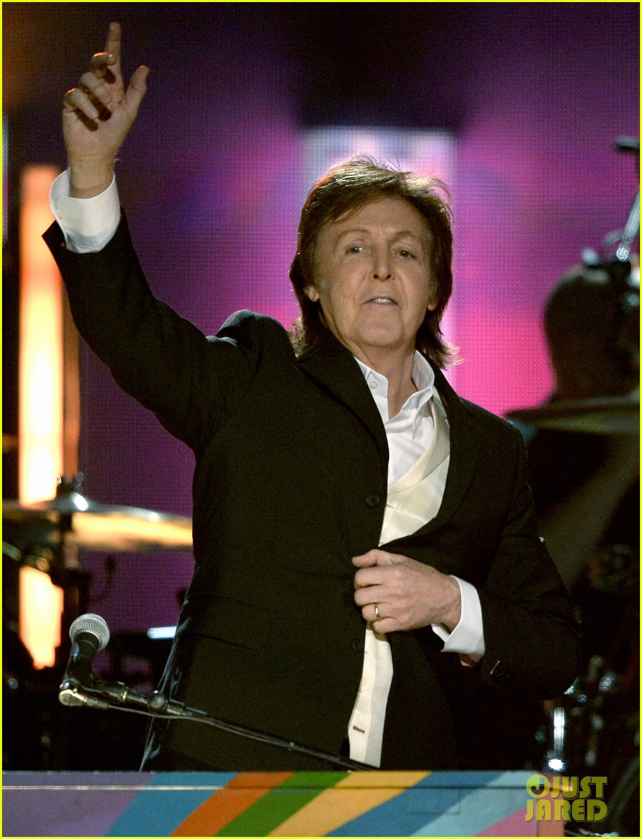paul mccartney ringo starr reunite at grammys 2014 video 18