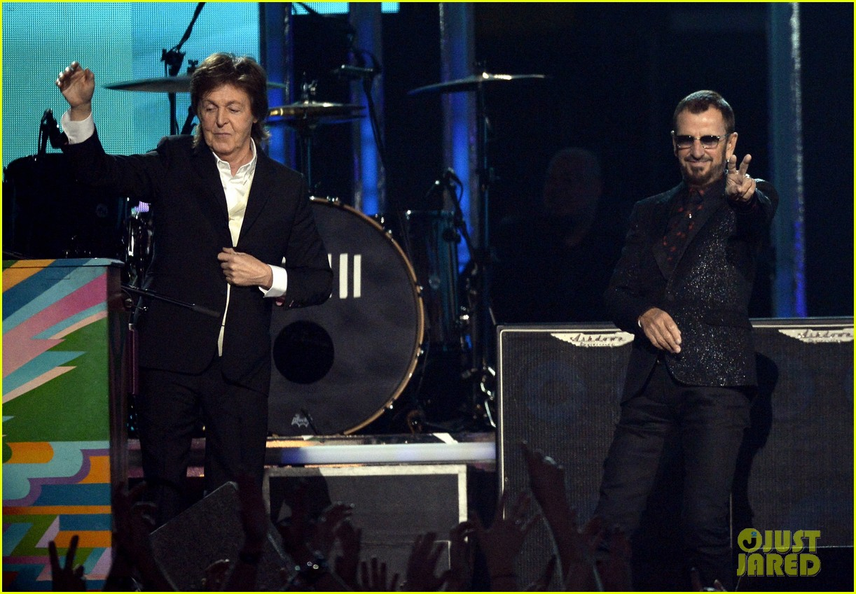 paul mccartney ringo starr reunite at grammys 2014 video 20