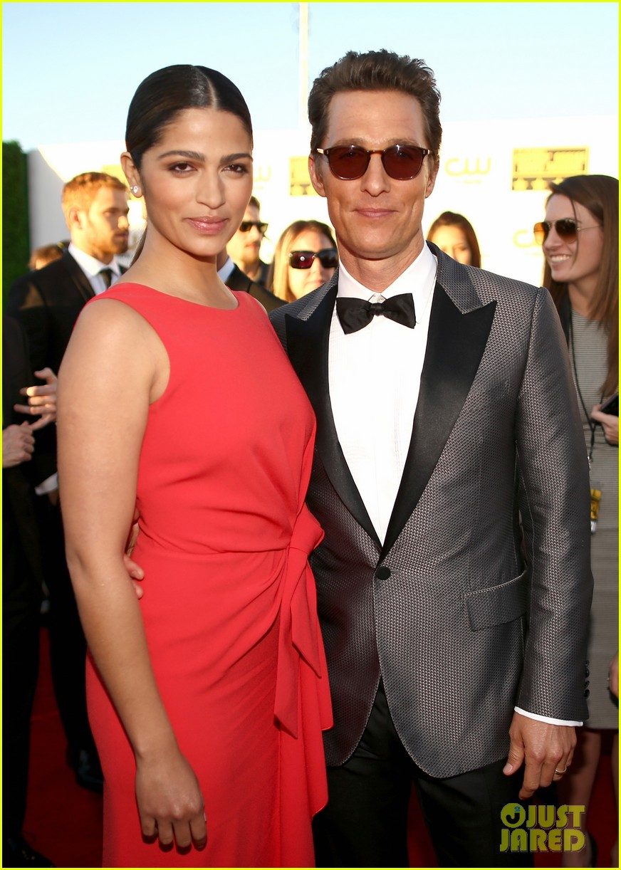 matthew mcconaughey critics choice awards 2014 with camila alves 063032978