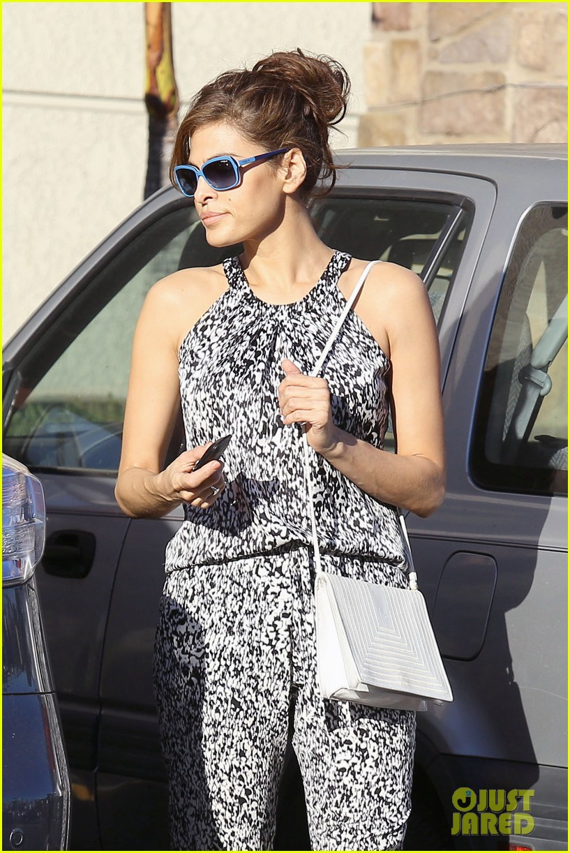 eva mendes buys cartfull of groceries at gelsons 073023449