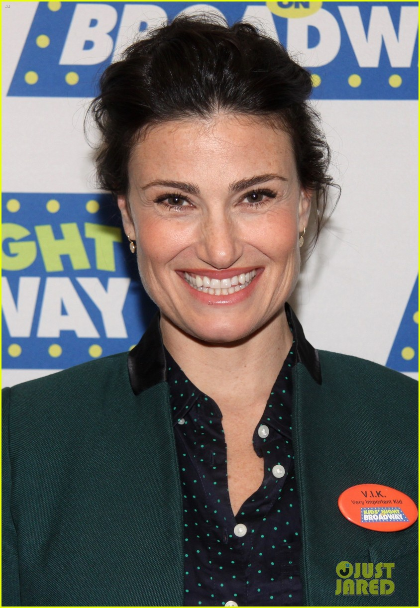 frozens idina menzel sings tomorrow at broadway event 043038708