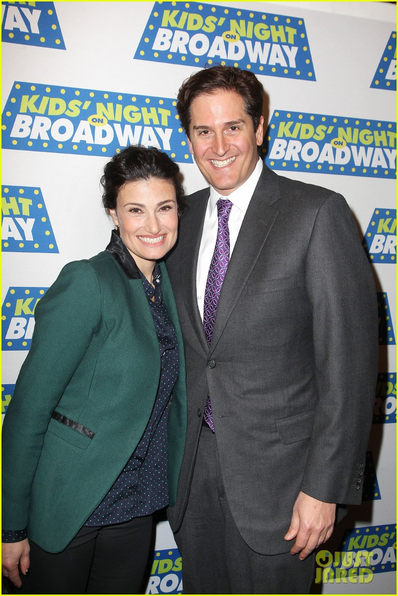 frozens idina menzel sings tomorrow at broadway event 08