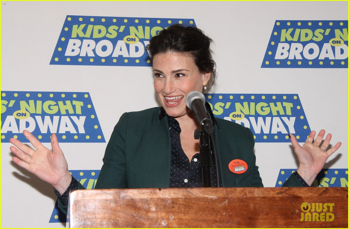 frozens idina menzel sings tomorrow at broadway event 103038714