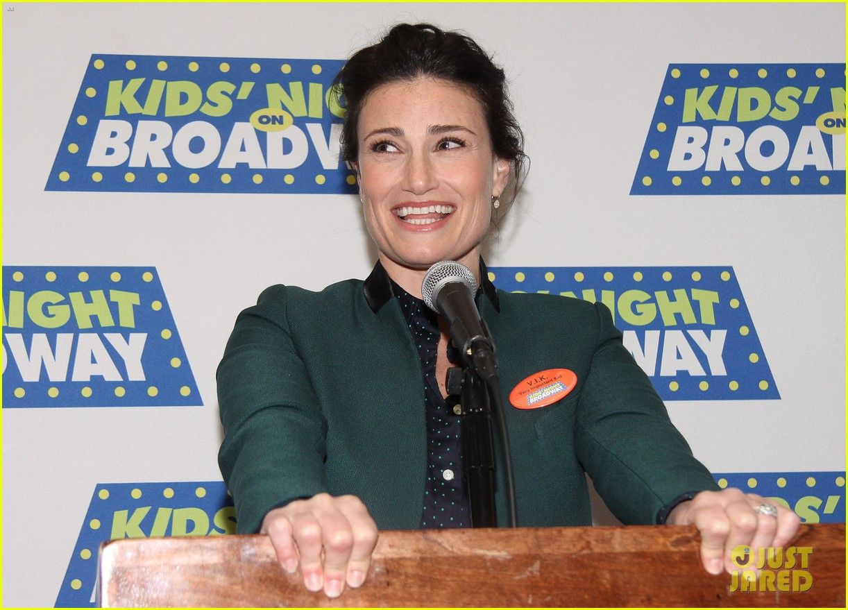 frozens idina menzel sings tomorrow at broadway event 11
