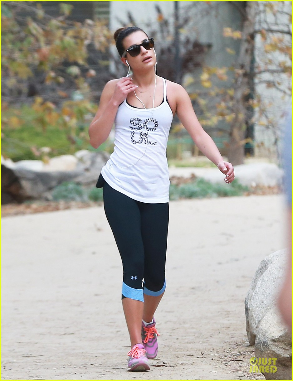 lea michele jogs before glee rehearsal with gwyneth paltrow 12