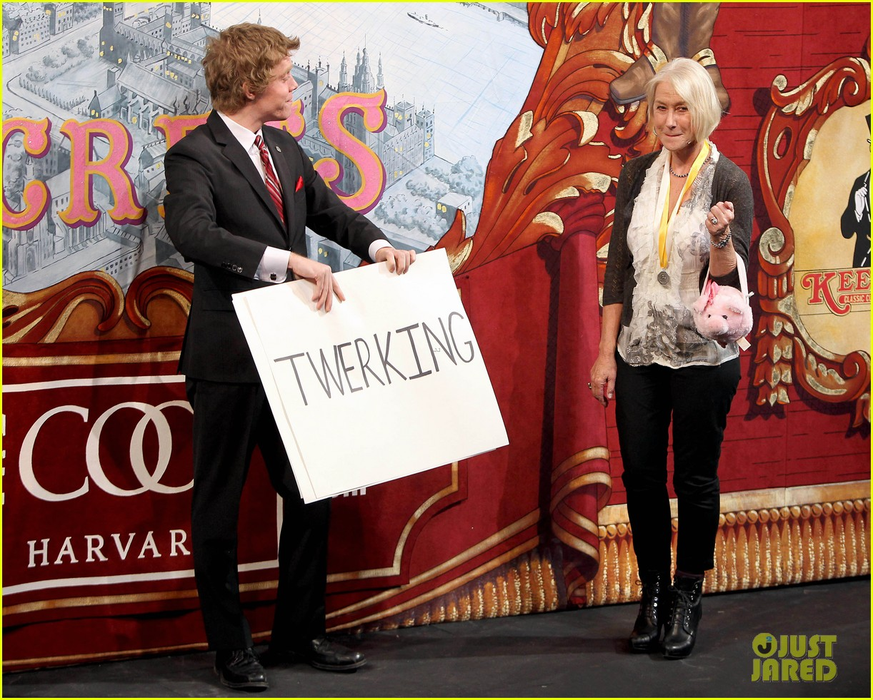 helen mirren twerks hangs with drag queens continues to be one of hollywoods coolest ladies 263044487