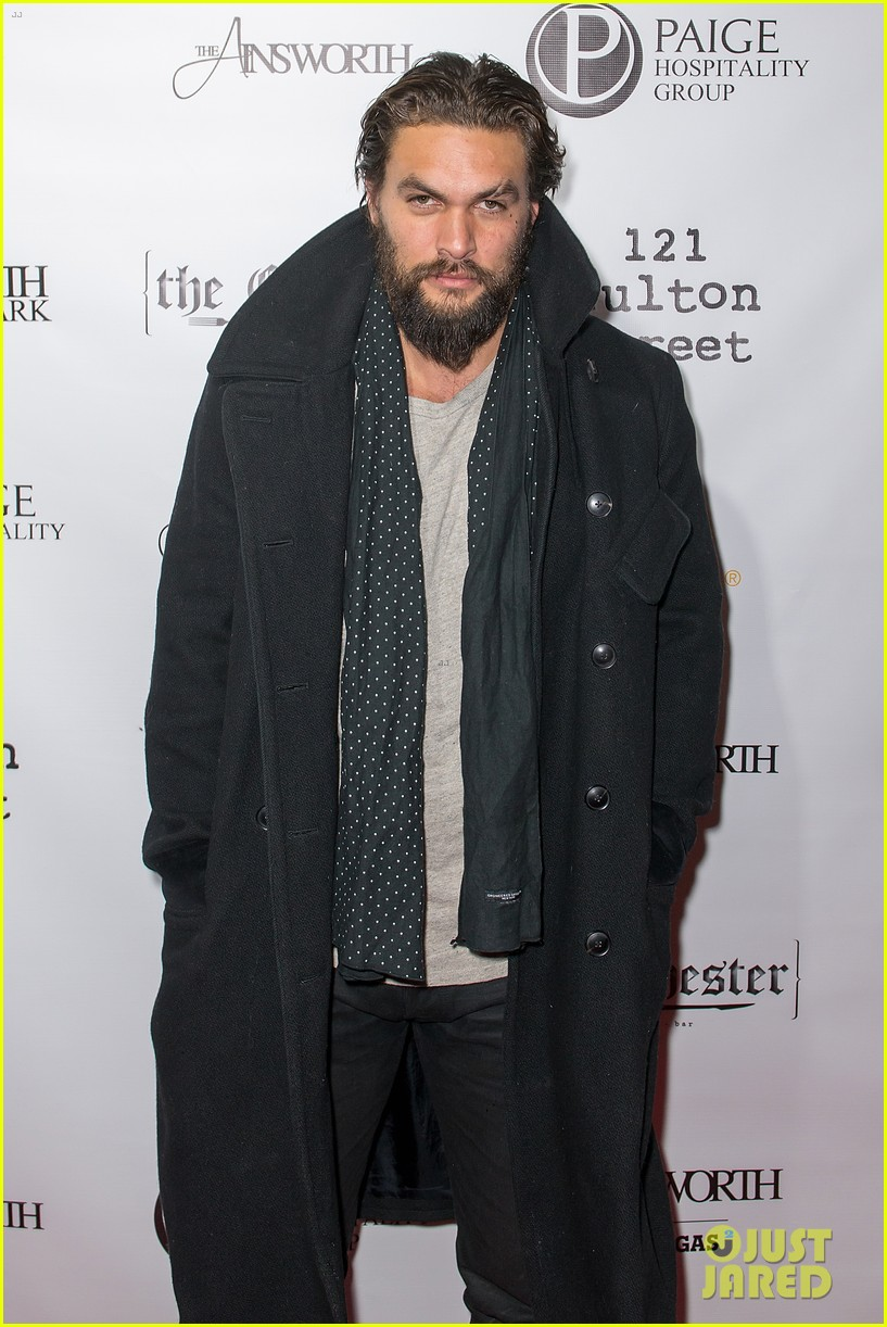 jason momoa geoff stults football fun at sundance 073036494